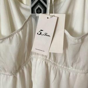 Cute white dress NEVER WORN !